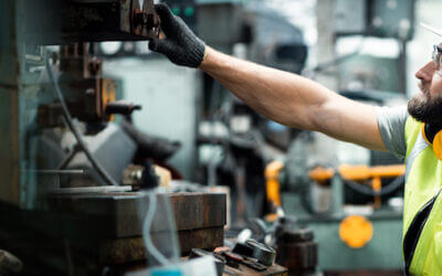 A Call to Manufacturing Leadership: Improve Safety with Connected Worker Solutions